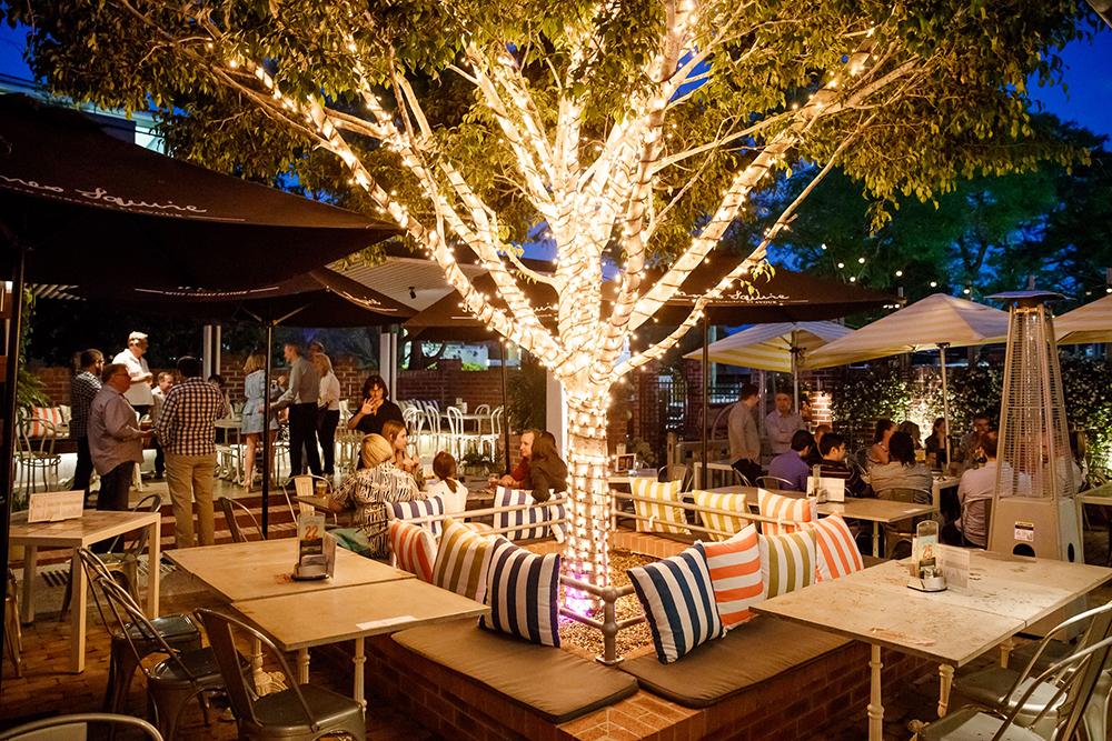 Norman Hotel Garden Bar